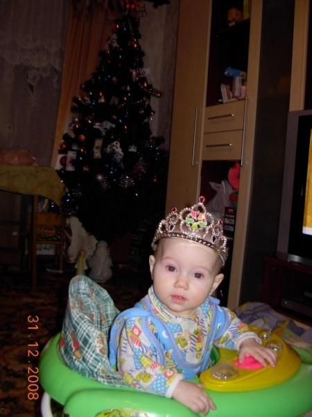 2008 - 3112 - Маша-принцесса в ходунках-3 - уменьш.JPG