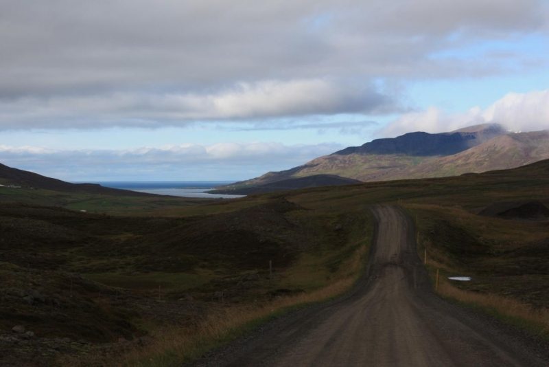 Это- обычная дорога Исландии.