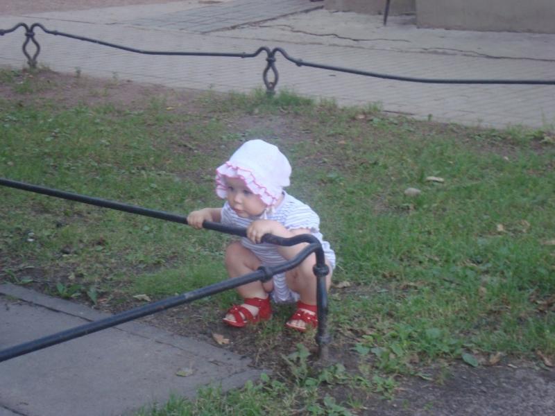 ЫЫЫ присела малышка