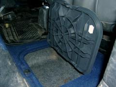 Ящик под ногами задних пассажиров
