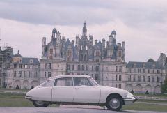 DS 19 devant Le Château De Chambord   CL 65 18 12   copyright DELPIRE Et A. MARTIN