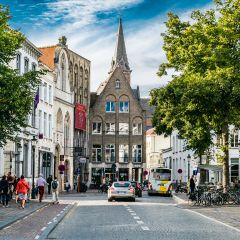 """Вид на площадь """"старой биржи"""" в Брюгге.  А вы знаете откуда ведёт своё происхождение БИРЖА? А вот со славного города Брюгге в западной Фландрии! Жило когда то одно старинное семейство Ван Дер Бурсе..."""
